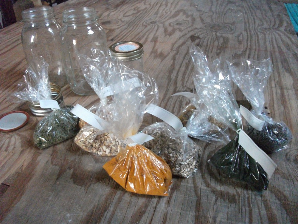 How to make herbal oil infusions & tinctures (3/6)
